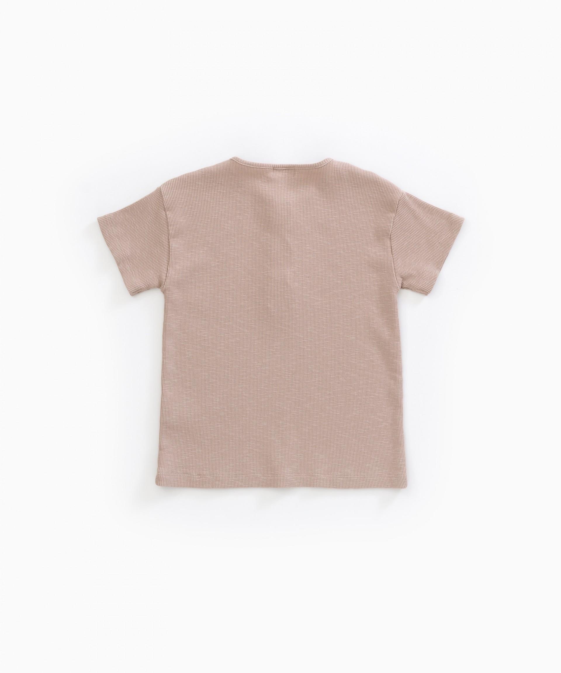 T-shirt em algodão orgânico com botões de madeira | Weaving