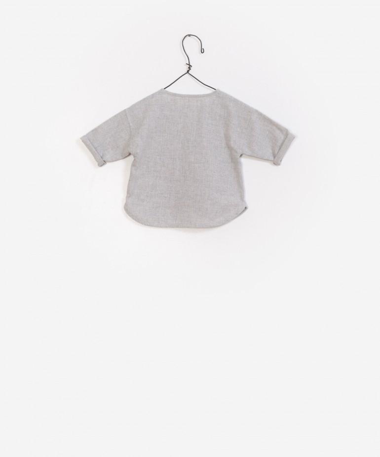 Camisa de tecido reciclado