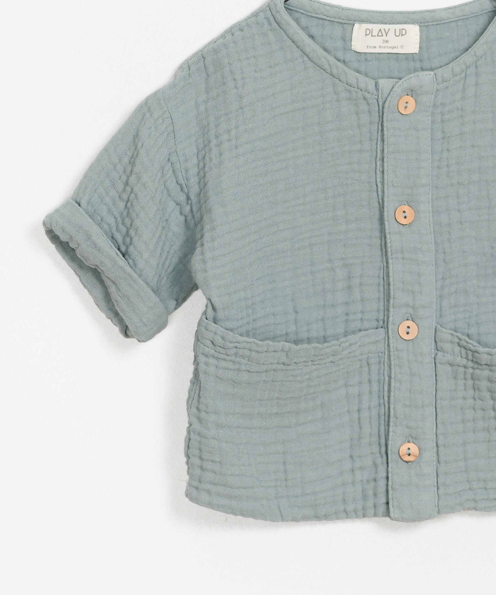 Camisa de algodón orgánico en relieve