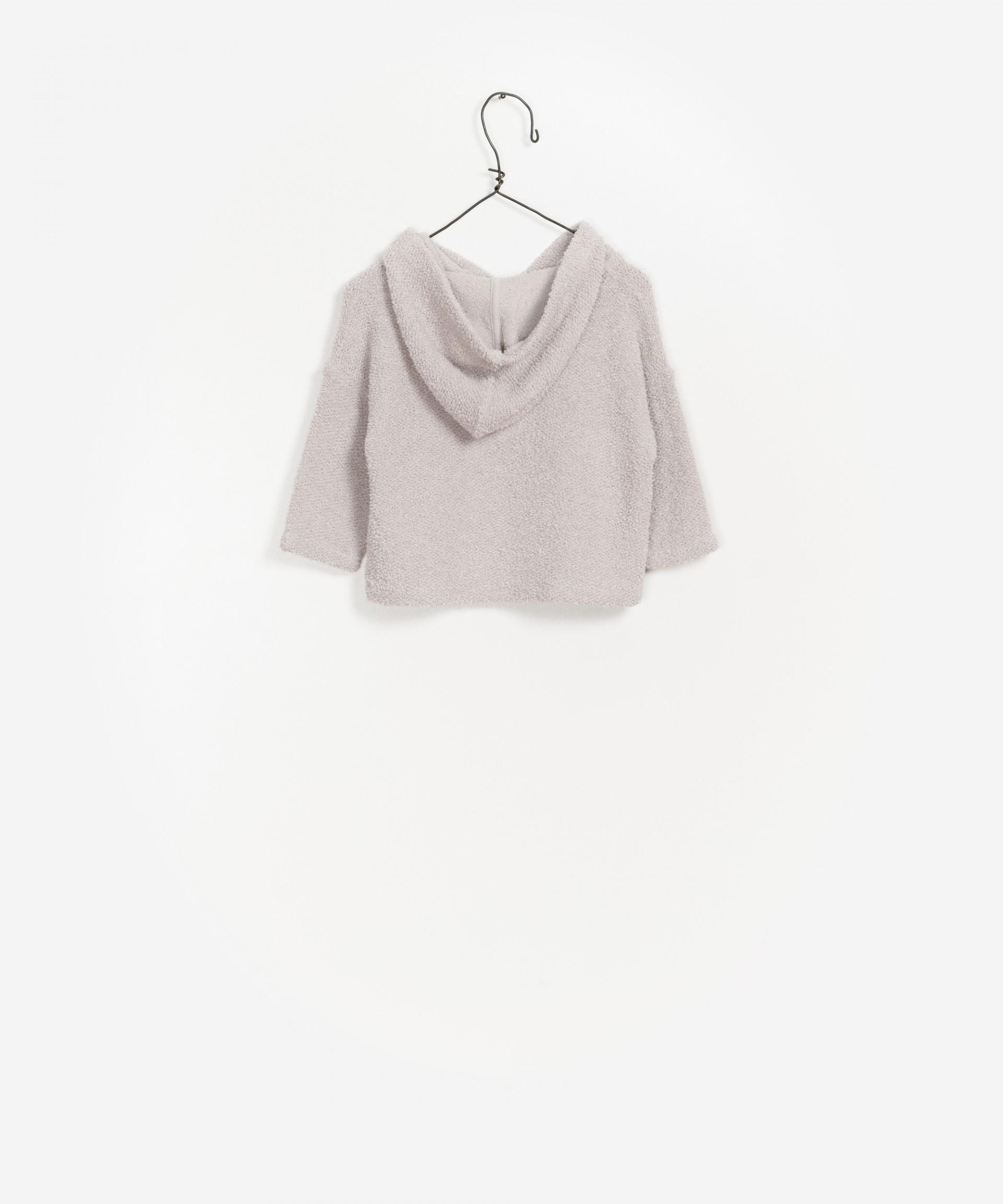 Camisola com capuz e abertura com fecho