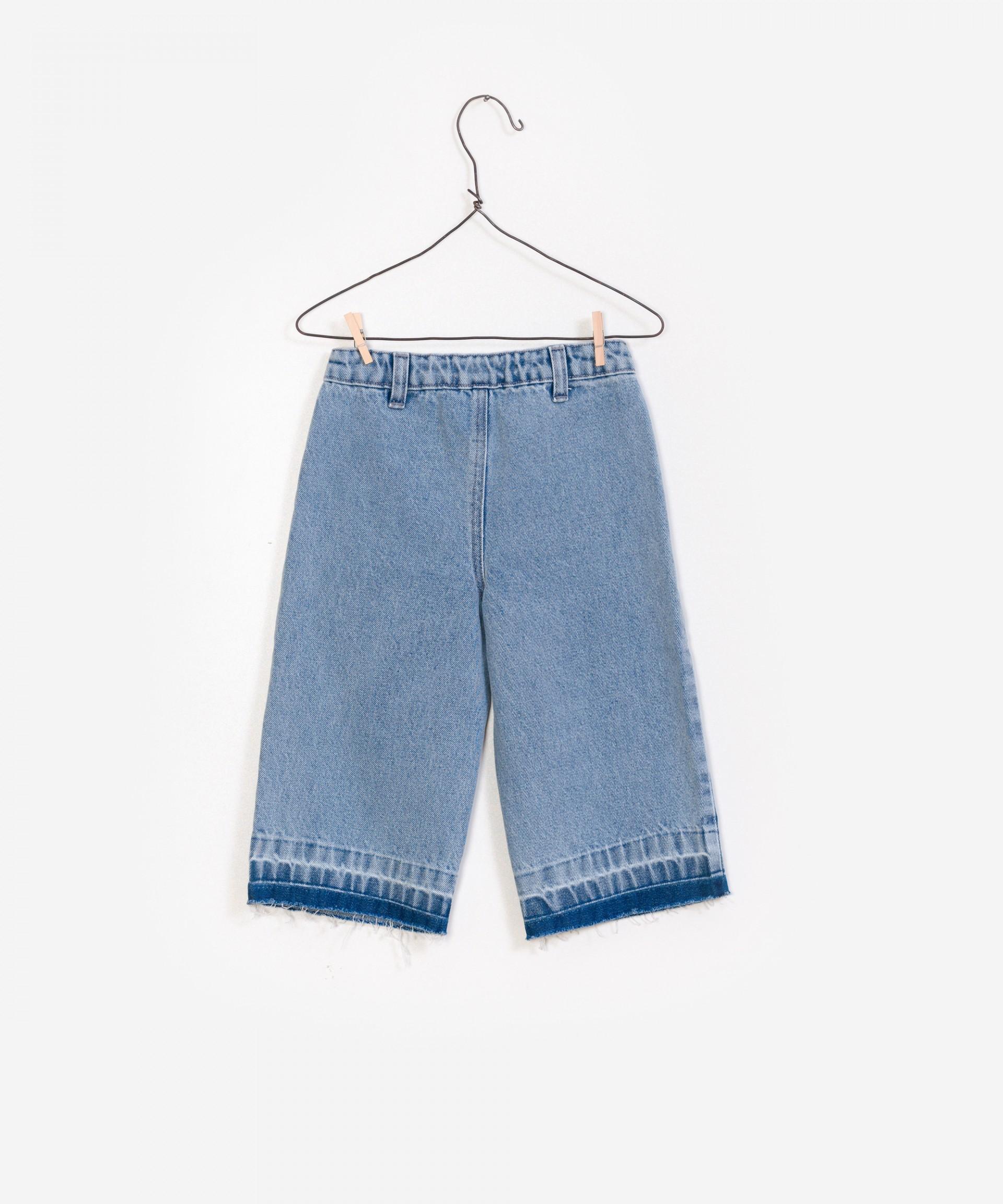 Jeans flare com bainha