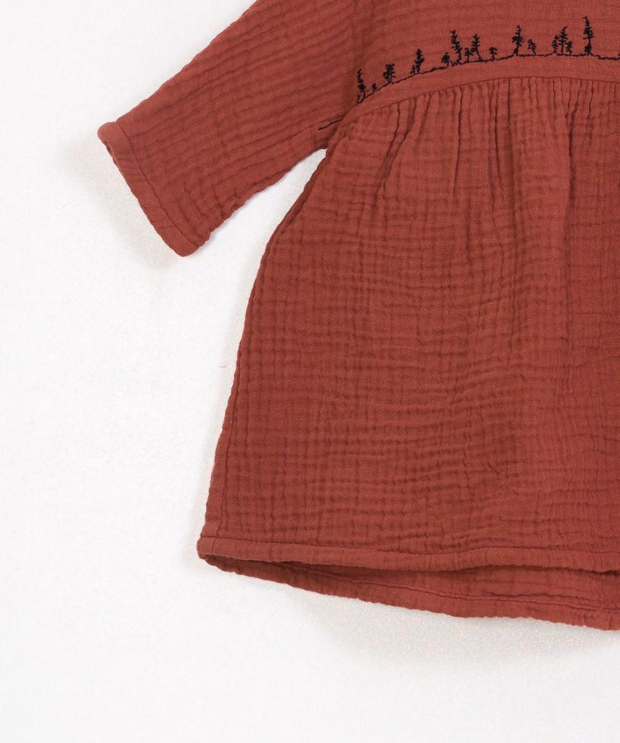Vestido manga comprida e decote redondo