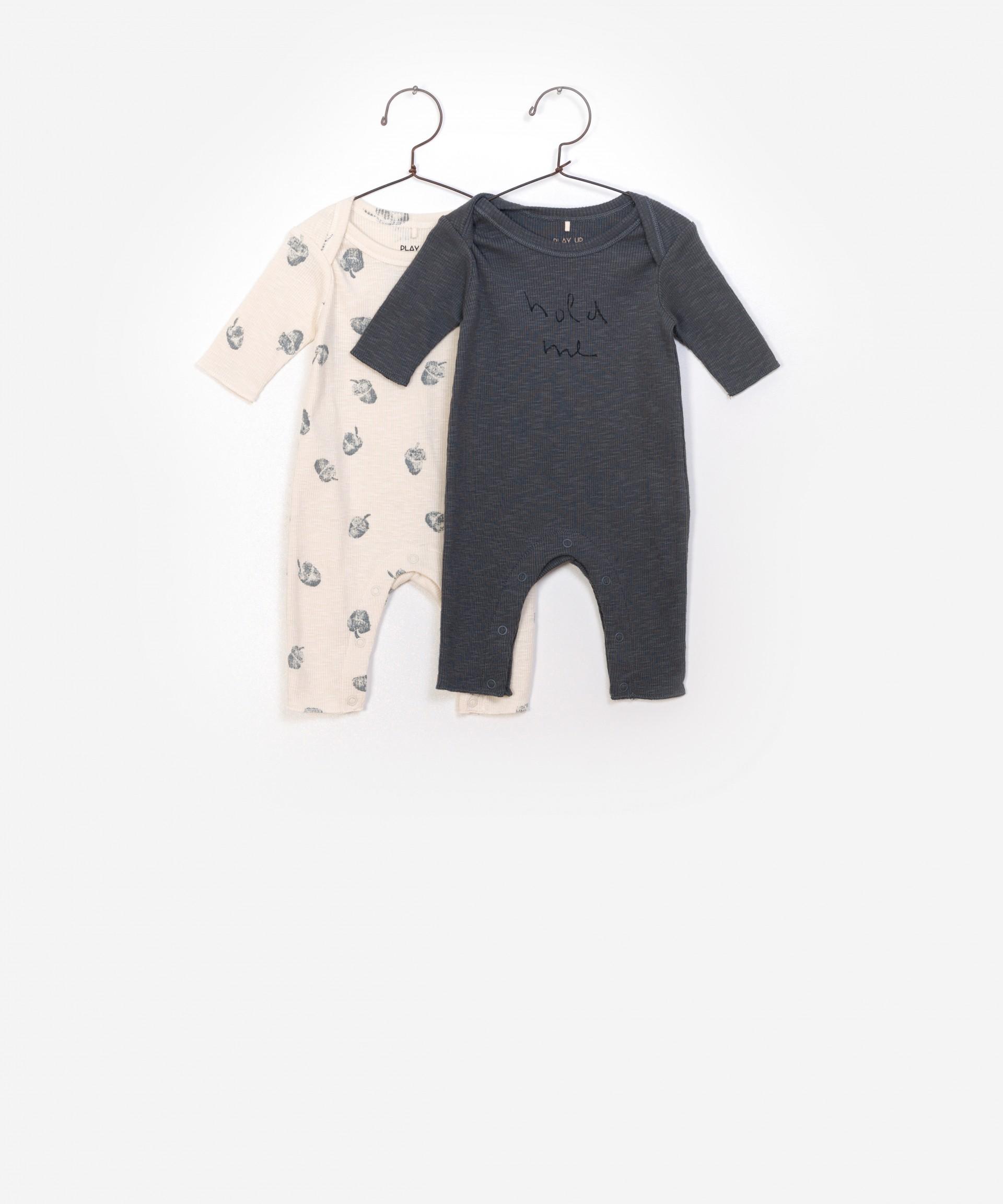Conjunto de dos cuerpos recién nacidos