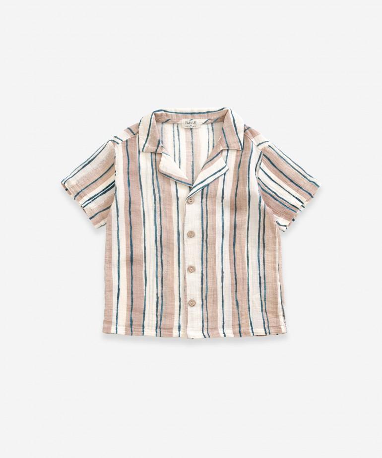 Camisa em tecido