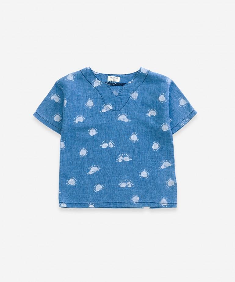 Camisa com estampado de sol
