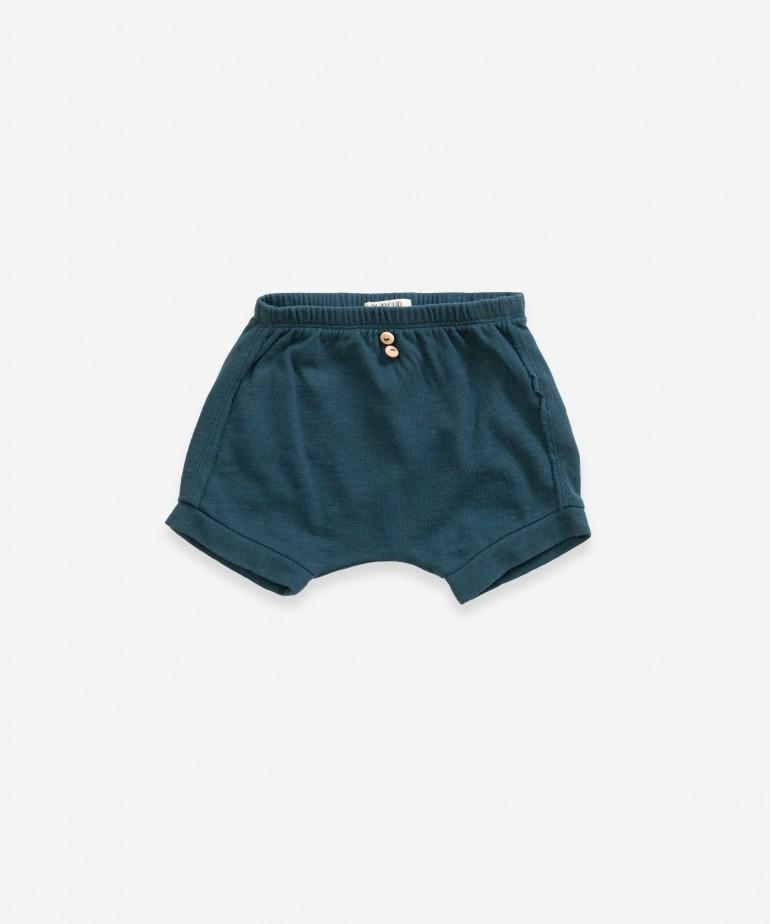 Shorts with pocket
