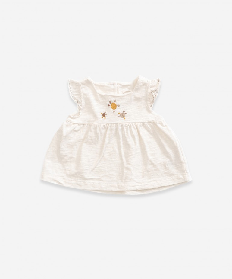 Top in organic cotton with embroidery