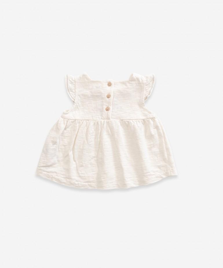 Blusa de punto de algodón orgánico sin mangas y con bordado