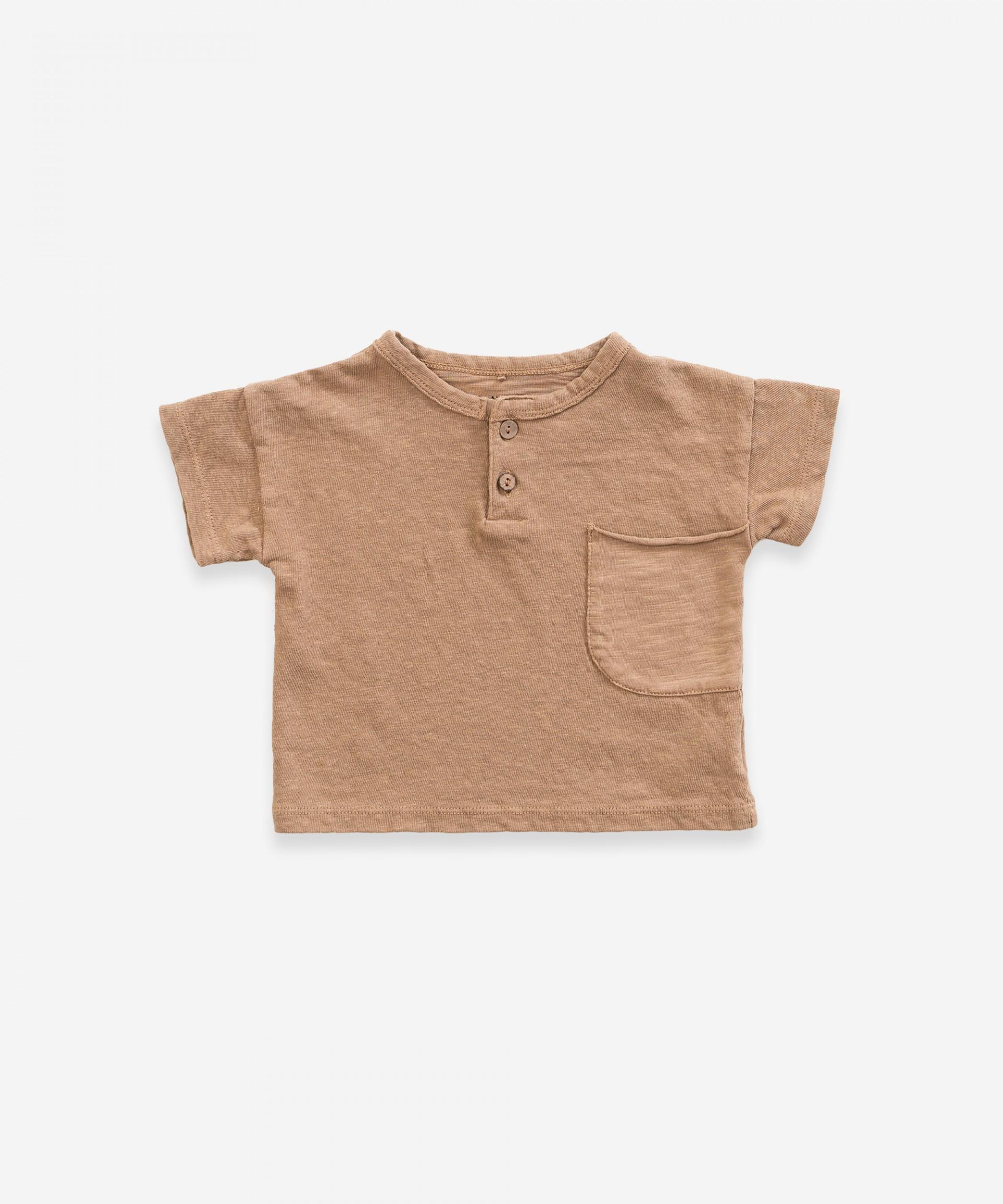 T-shirt em algodão-linho com dois botões | Weaving