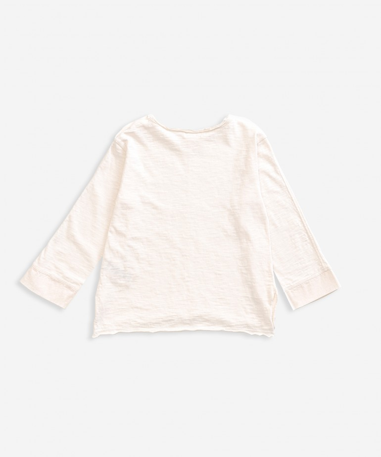 T-shirt with loose sleeves