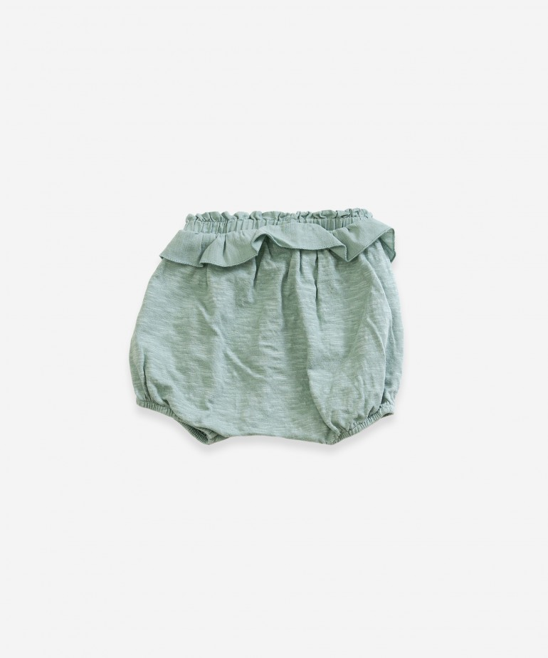 Shorts with frill on waist