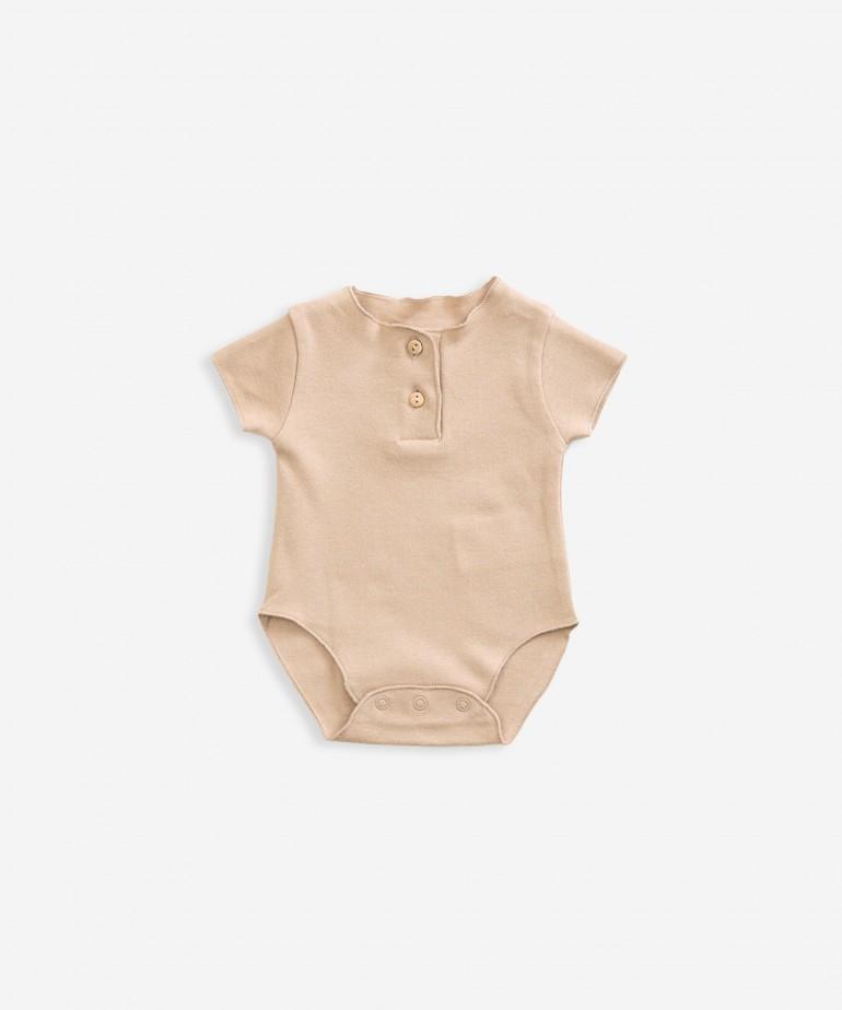Short-sleeved body