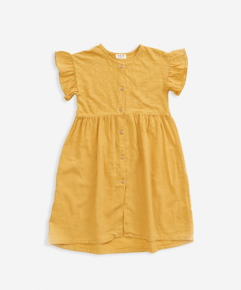 Dress that opens with buttons