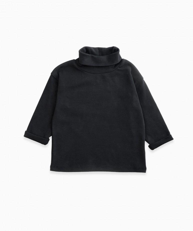 High collar T-shirt