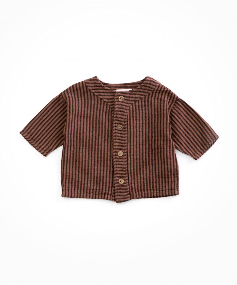 Camisa às riscas com botões de côco