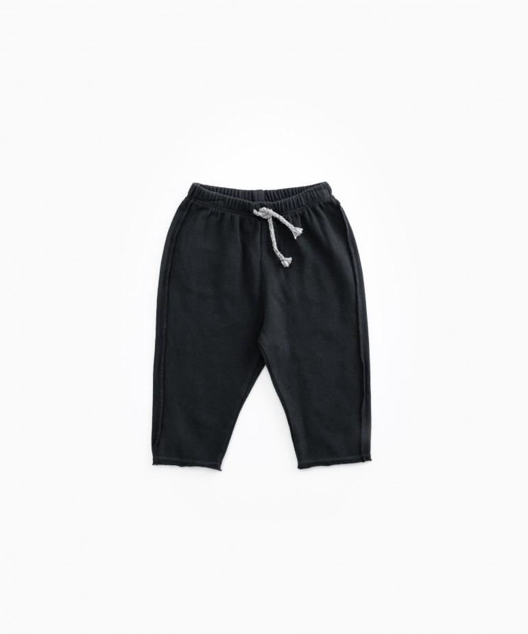 Pantaloni con tasca posteriore