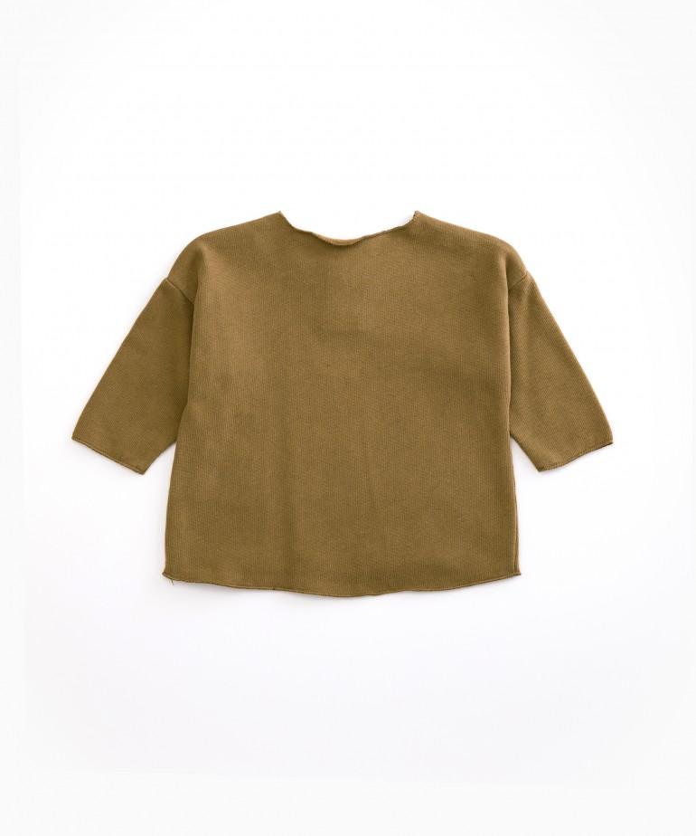 Camisola com botão de madeira