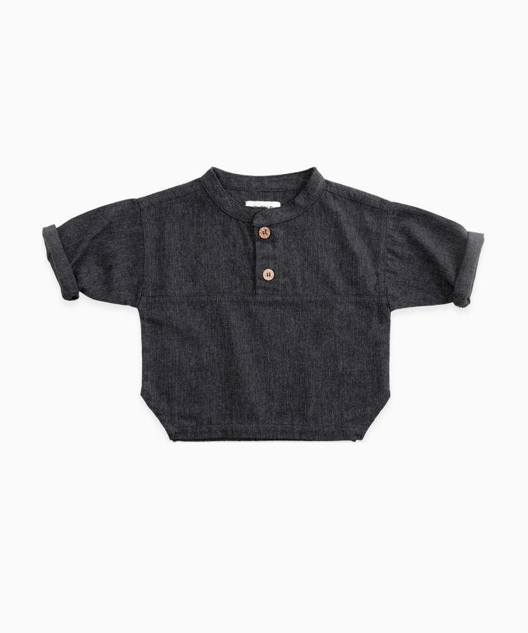 Camisa com fibras recicladas