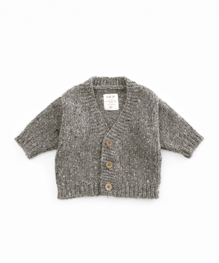 Knitted cardigan with recycled fibres