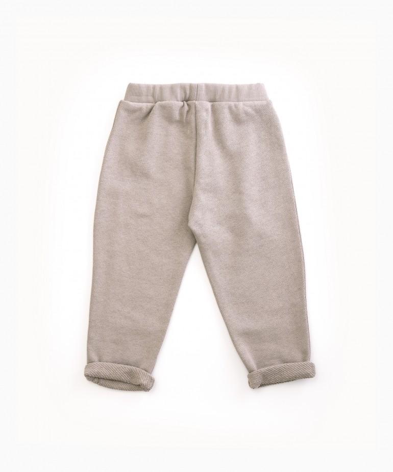 Pantaloni con bottoni decorativi