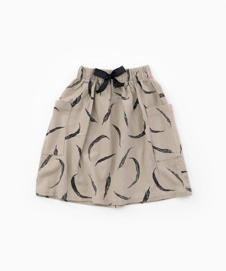 Falda de tela con bolsillos