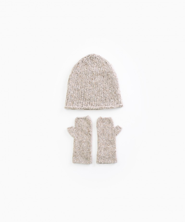 Knitted gloves and hat set