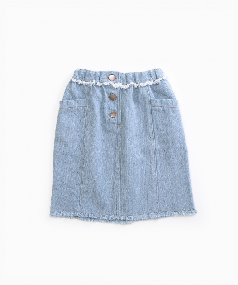 Denim skirt with recycled fibres