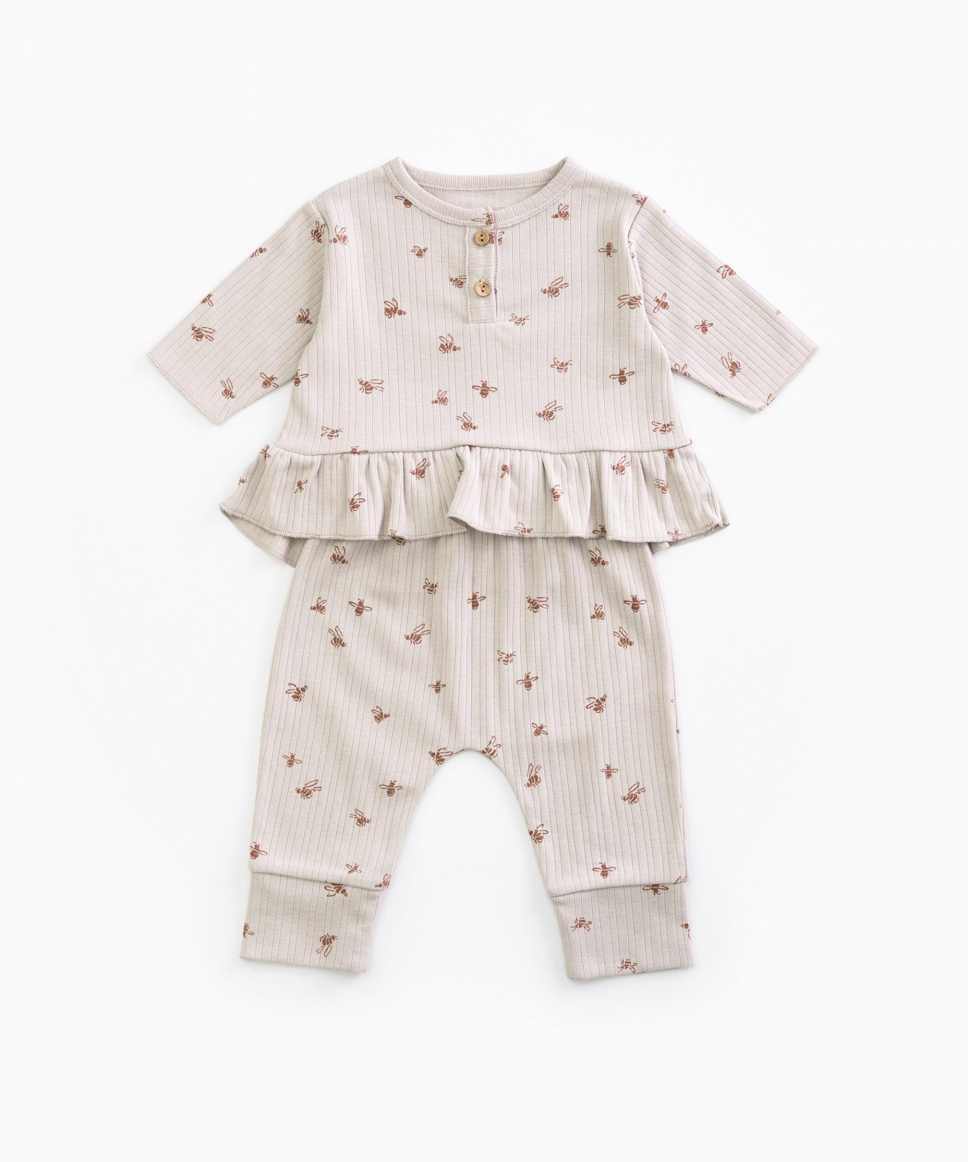 Pyjamas with bee print | Woodwork