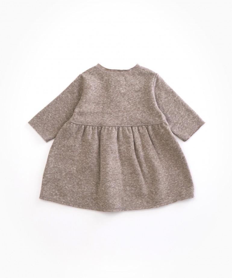 Vestito in cotone biologico e fibre riciclate