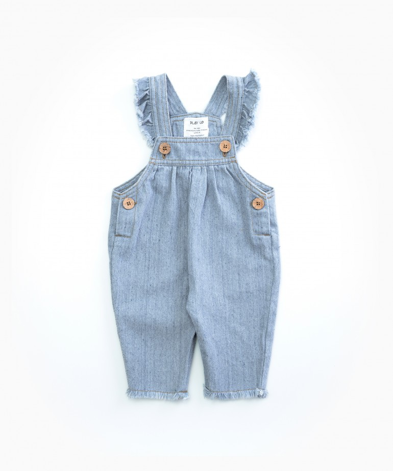 Denim dungarees with recycled fibres
