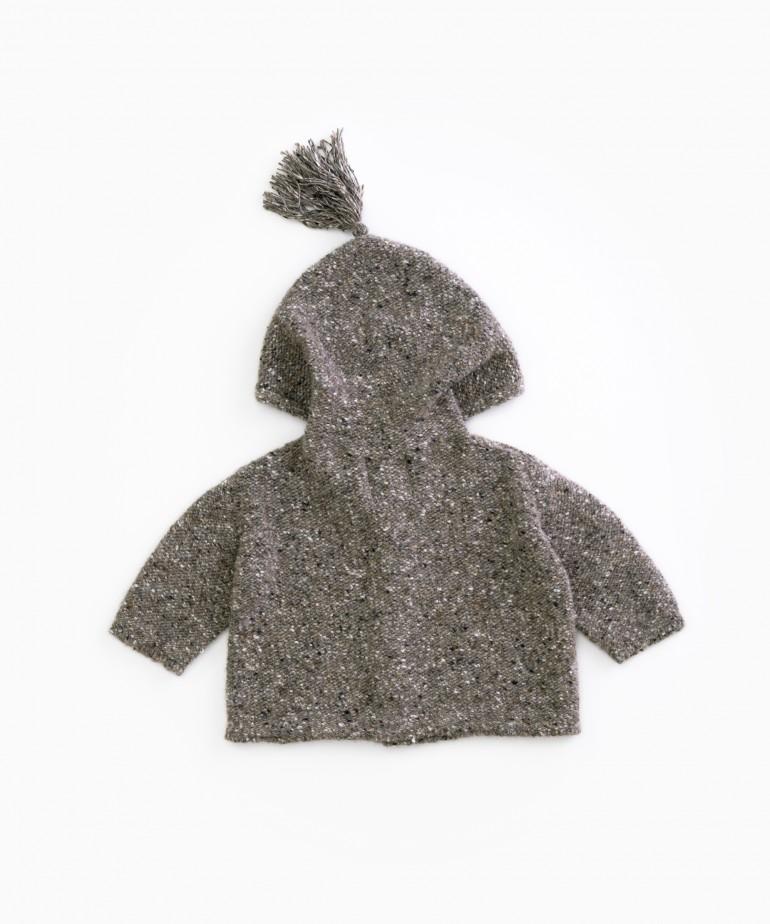 Golfino lavorato a maglia con cappuccio
