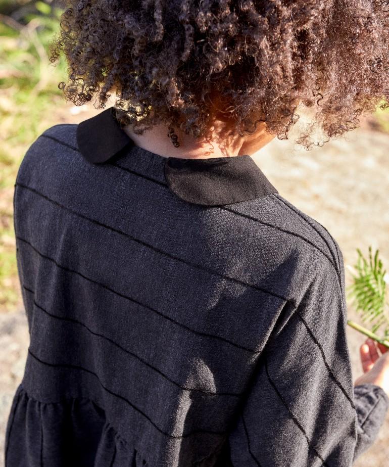 Vestito con fibre riciclate