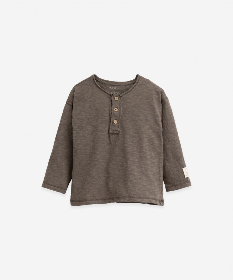 Long-sleeve T-shirt with label
