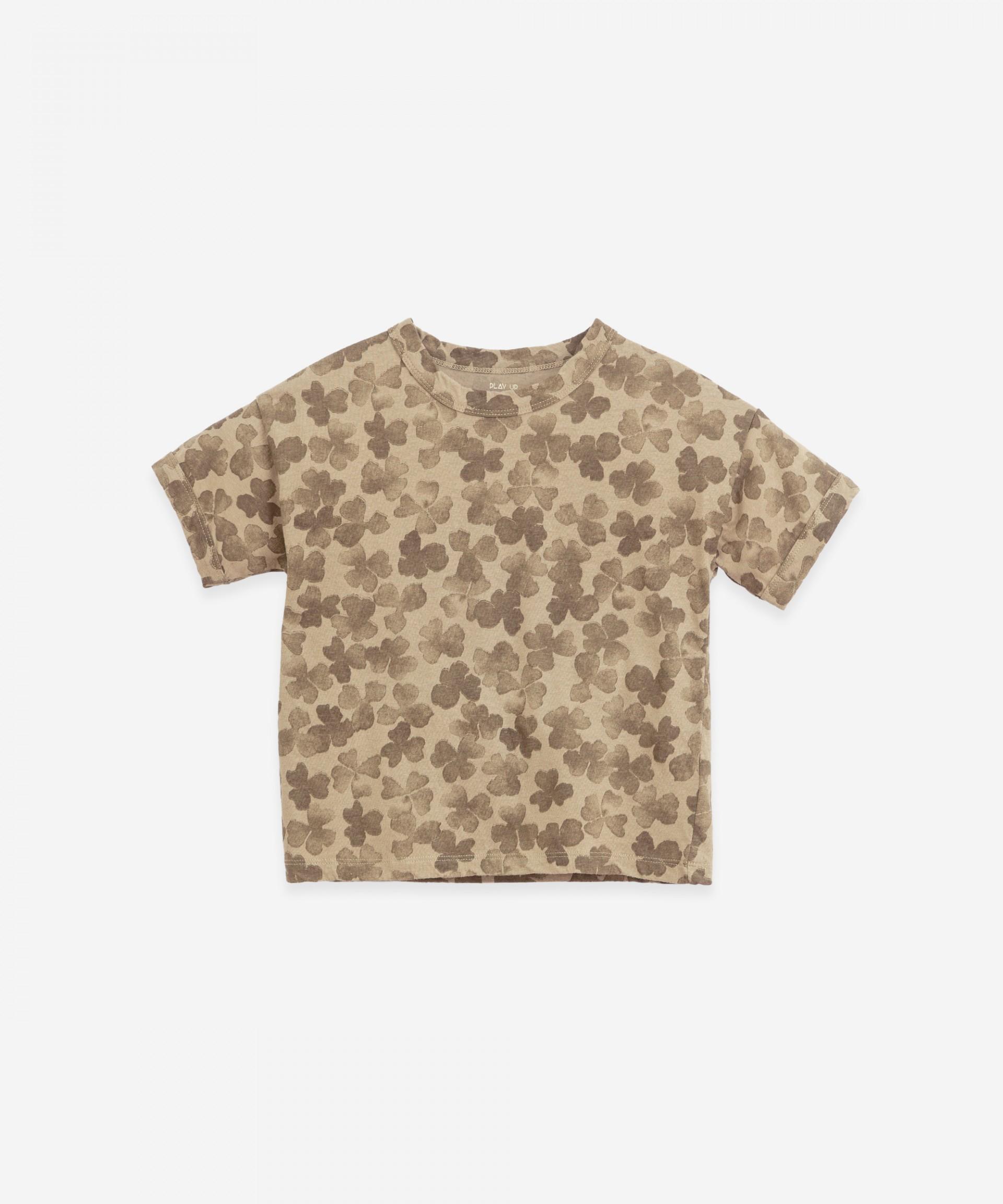 "T-shirt con stampa ""trifoglio�   Botany"