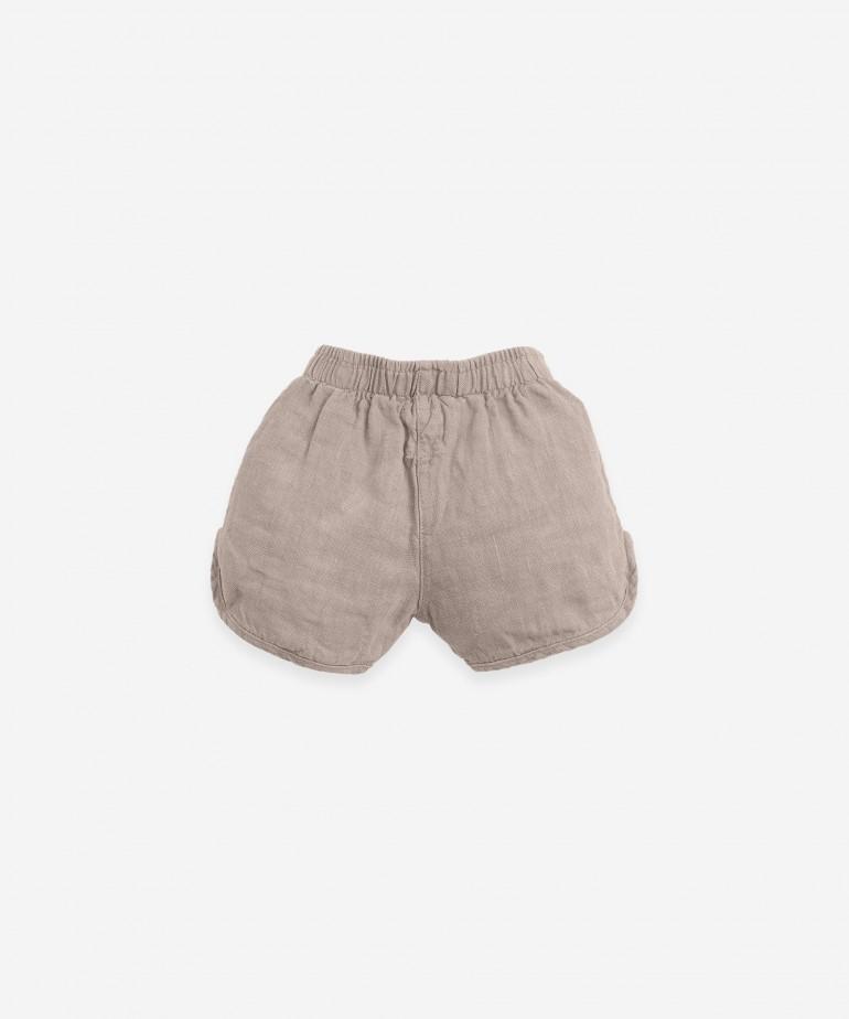Pantalón corto de lino con cordón de yute