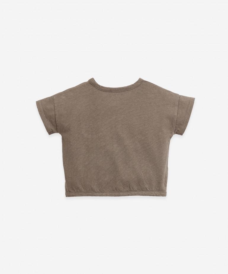 T-shirt con tasca sul petto