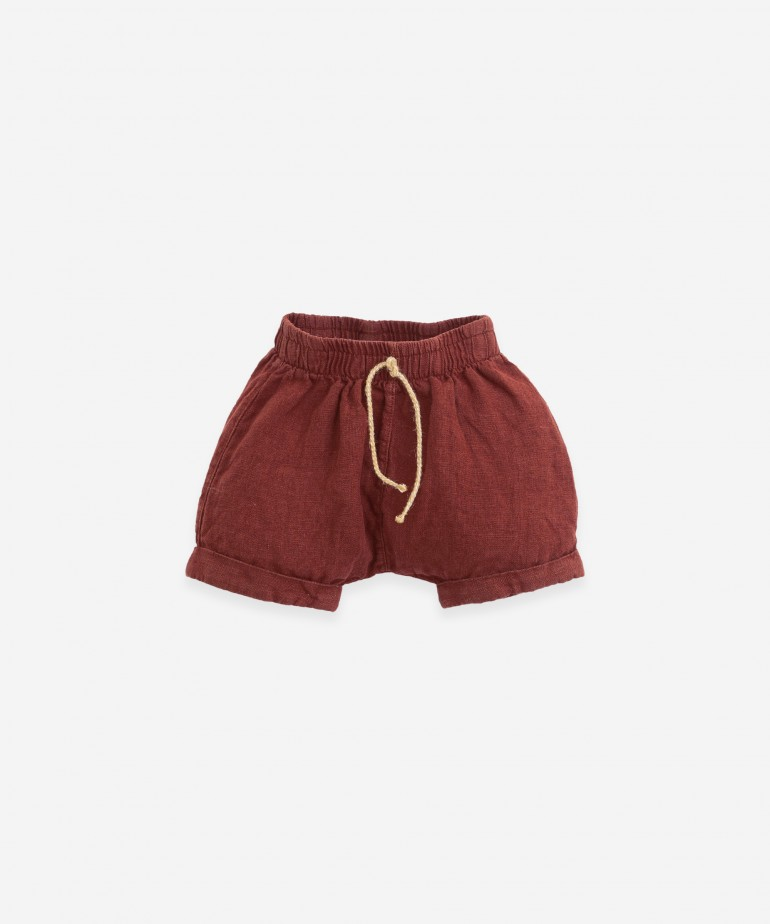 Linen shorts with double hem