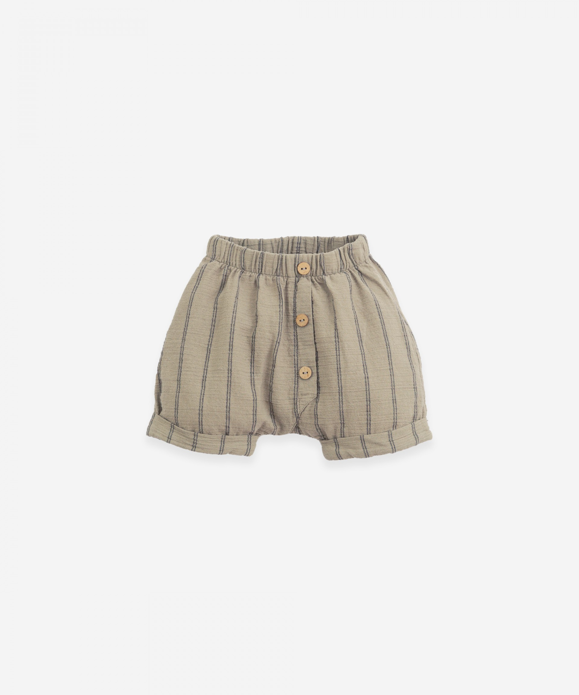 Shorts with decorative buttons | Botany
