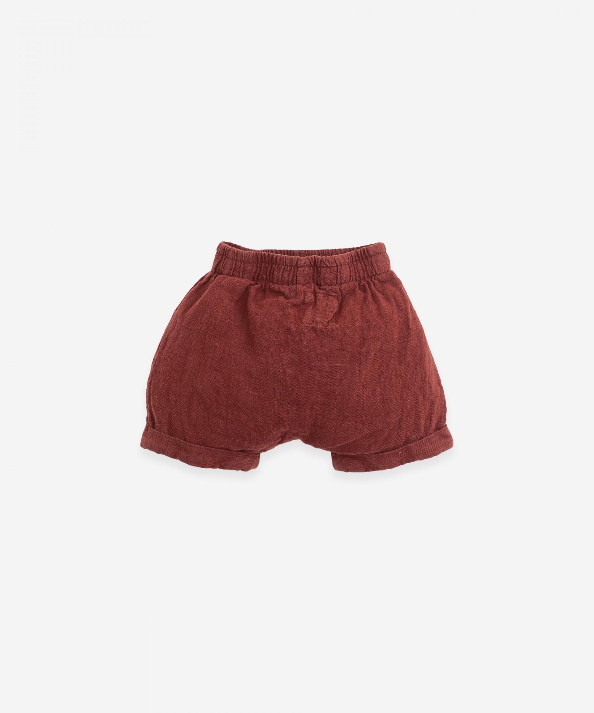 Linen shorts with double hem | Botany