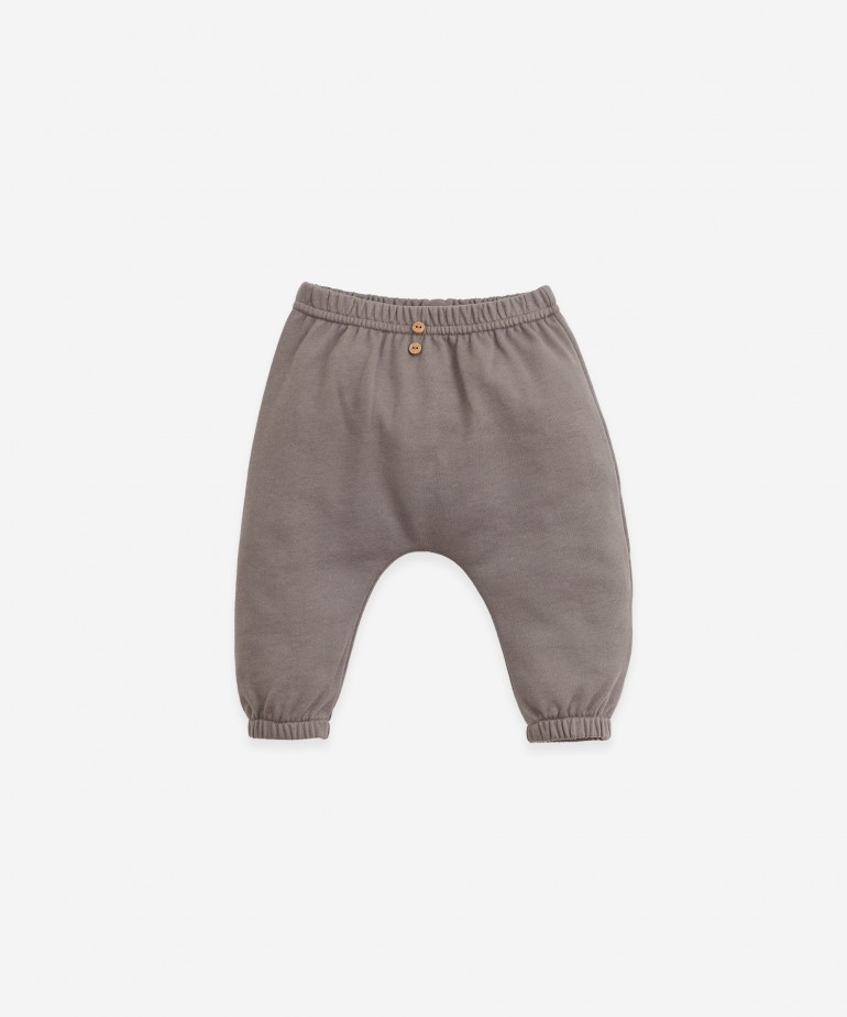 Trousers in organic cotton with rear pocket