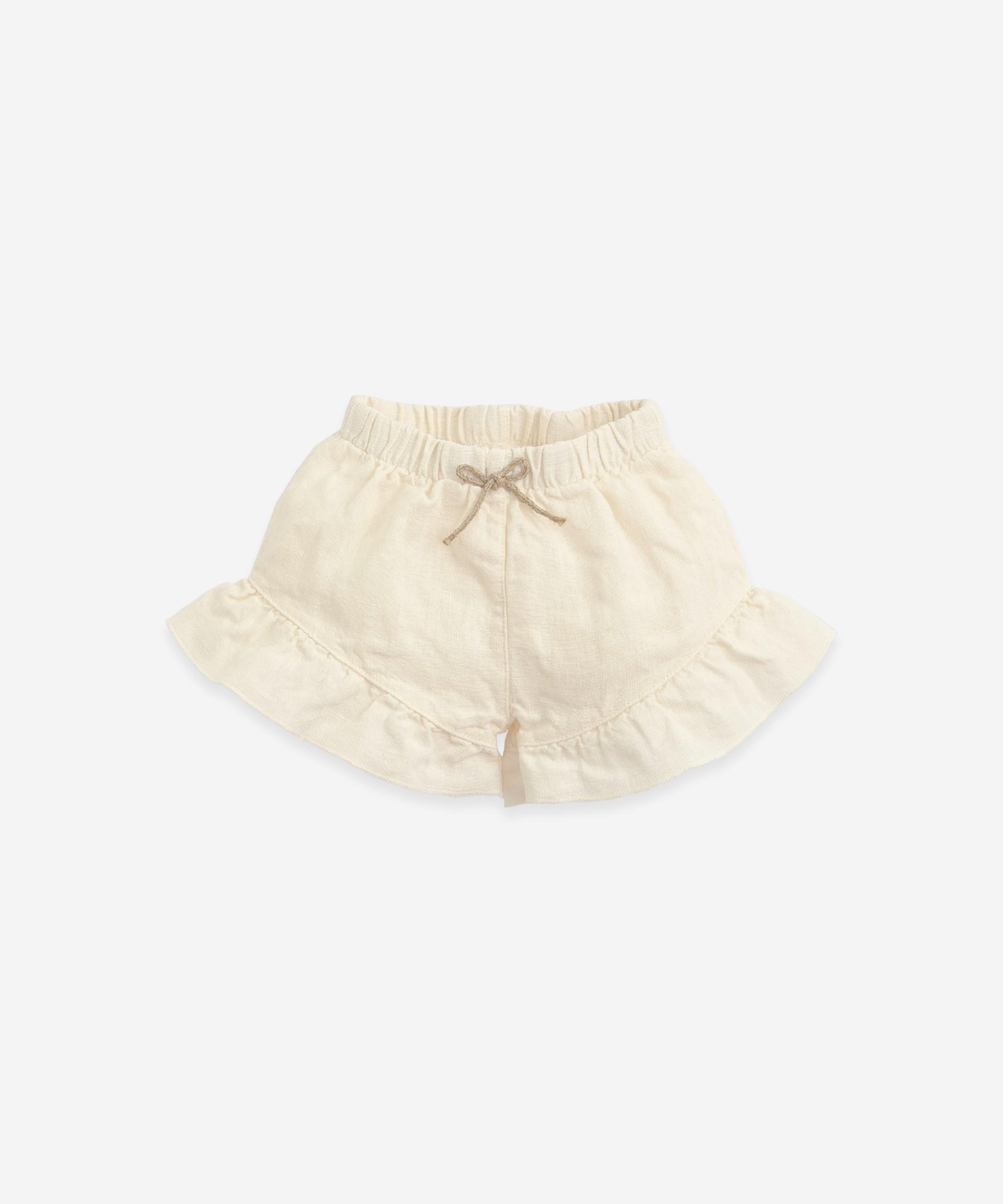 Pantalón corto de lino con volantes | Botany