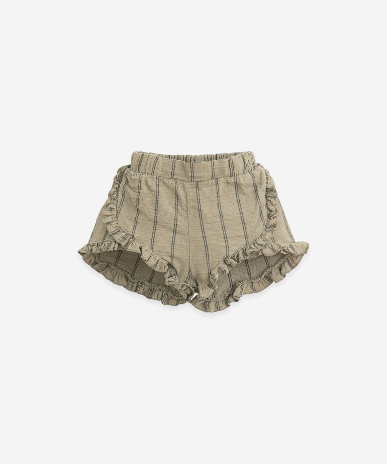 Woven shorts with frill