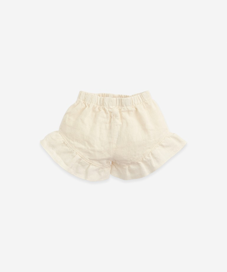 Linen shorts with a frill