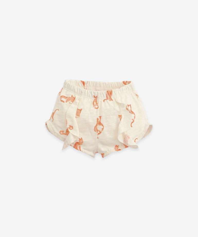 Shorts with cat print