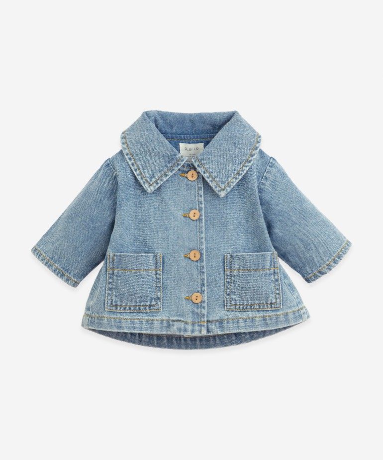 Denim jacket with coconut buttons