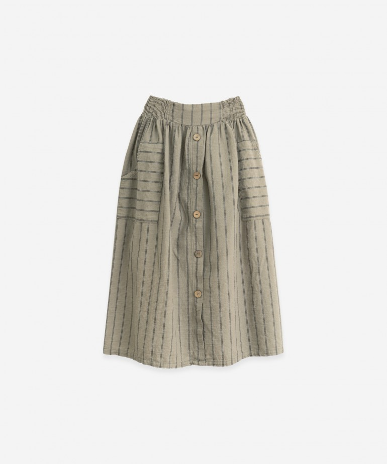 Woven skirt with decorative buttons