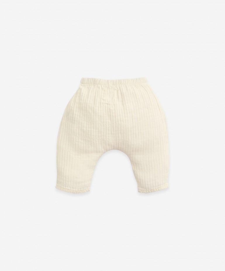 Pantaloni in tessuto con bottone decorativo