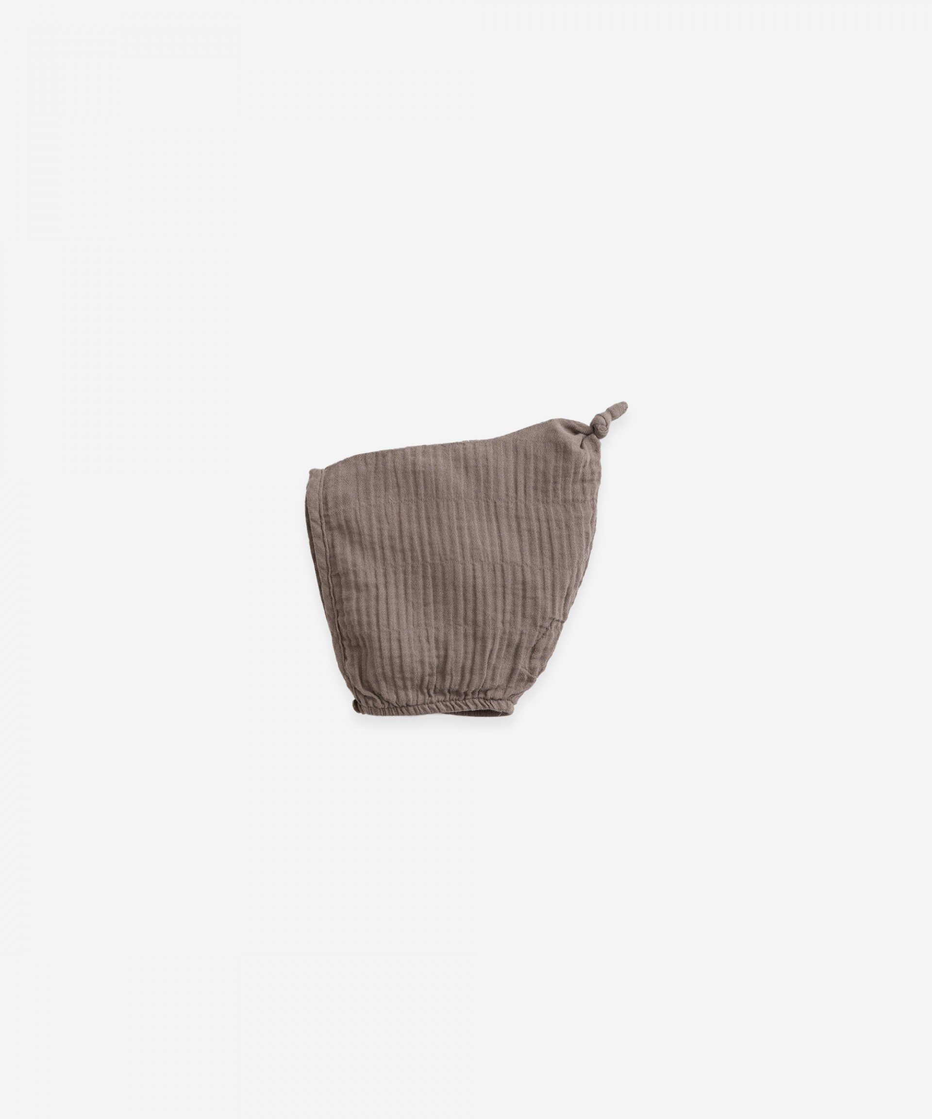Woven beanie with a button | Botany