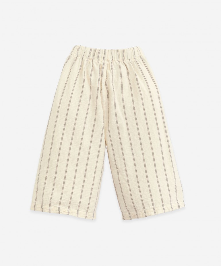 Loose woven trousers