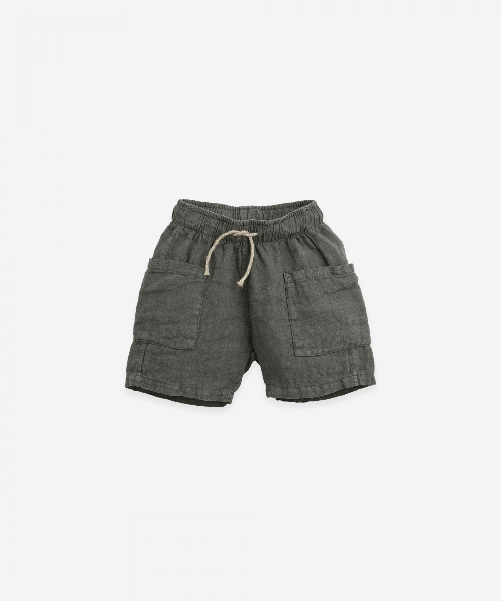 Linen shorts with large pockets | Botany